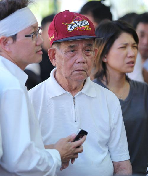Người bố 95 tuổi thẫn thờ nhìn di ảnh Minh Thuận - 2