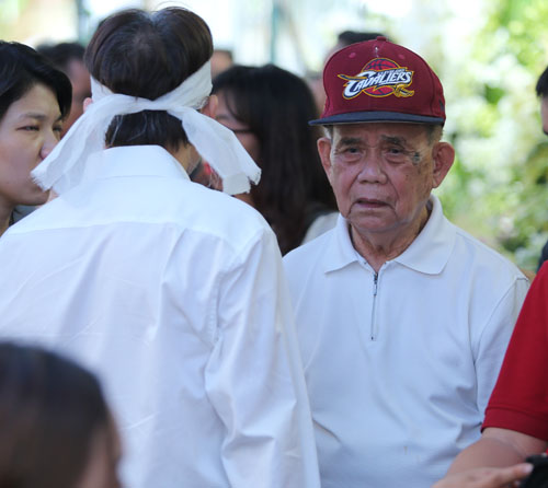 Người bố 95 tuổi thẫn thờ nhìn di ảnh Minh Thuận - 4