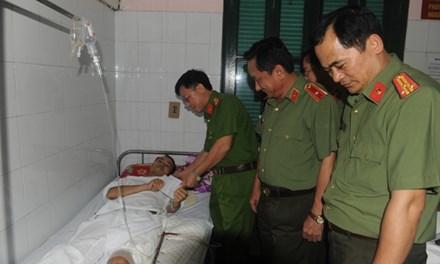 Trung úy công an trúng đạn vẫn quật ngã kẻ buôn ma tuý - 1