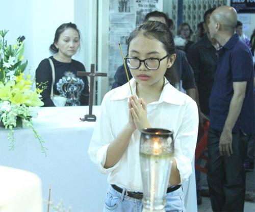 Hà Hồ thất thần đến viếng ca sĩ Minh Thuận trong đêm - 4