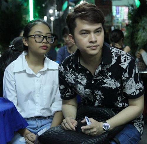 Hà Hồ thất thần đến viếng ca sĩ Minh Thuận trong đêm - 5