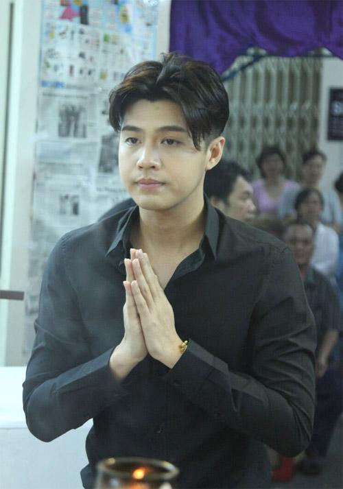 Hà Hồ thất thần đến viếng ca sĩ Minh Thuận trong đêm - 7