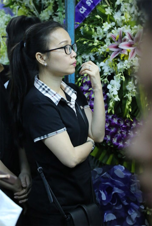 Hà Hồ thất thần đến viếng ca sĩ Minh Thuận trong đêm - 9