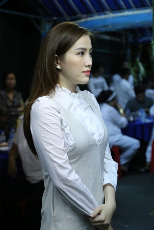 Hà Hồ thất thần đến viếng ca sĩ Minh Thuận trong đêm - 15