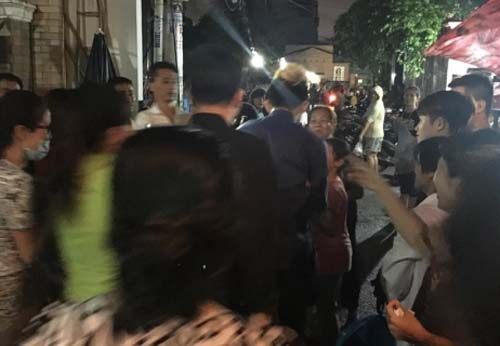 """Nơi viếng ca sĩ Minh Thuận """"ngập trong biển người"""" - 5"""