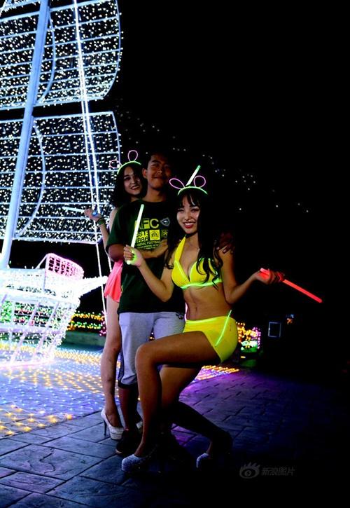 Thiếu gia TQ mở tiệc bikini mừng sinh nhật tuổi 17 - 9