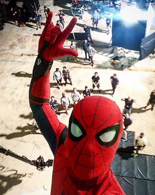Rò rỉ cảnh người nhện vừa selfie vừa đu dây ngoạn mục - 3