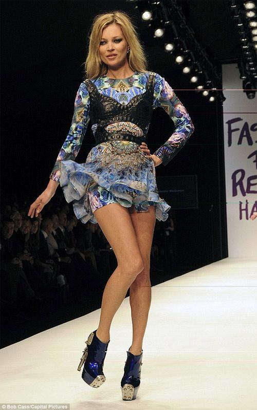 Siêu mẫu huyền thoại Kate Moss tính đường nghỉ hưu - 2