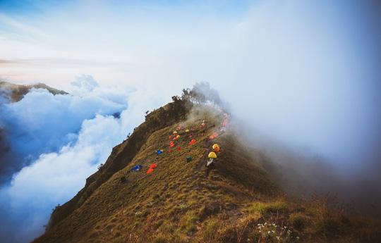 Chạm vào mây trên đỉnh Rinjani - 1