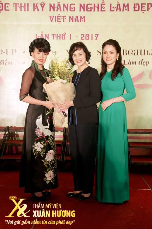 Doanh nhân Xuân Hương tiếp tục cống hiến cho Làm đẹp trên cương vị mới - 2