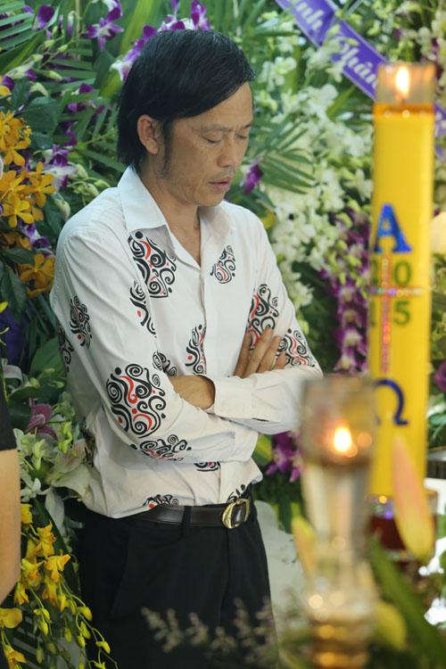 Hoài Linh đi xe máy lặng lẽ đến viếng ca sĩ Minh Thuận - 4
