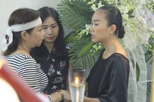 Hoài Linh đi xe máy lặng lẽ đến viếng ca sĩ Minh Thuận - 10