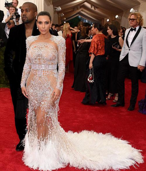 15 kiểu váy áo trong suốt khoe cơ thể của Kim Kardashian - 8