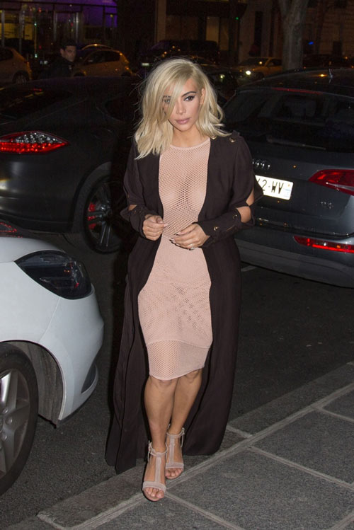 15 kiểu váy áo trong suốt khoe cơ thể của Kim Kardashian - 4