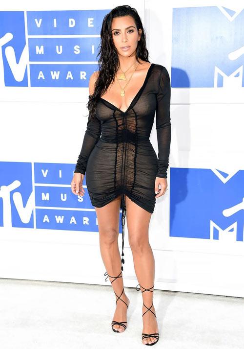15 kiểu váy áo trong suốt khoe cơ thể của Kim Kardashian - 11