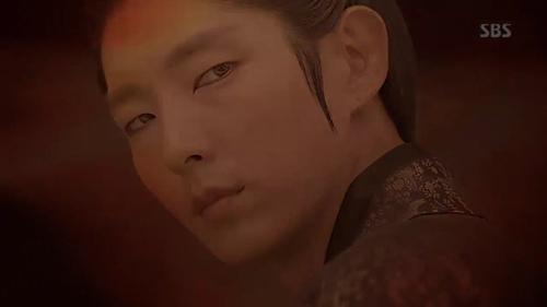 """""""Rùng mình"""" với ánh mắt ma mị của hoàng tử Lee Jun Ki - 1"""