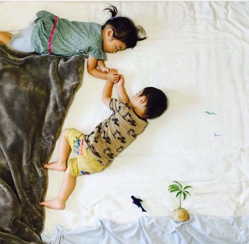 Cặp song sinh bỗng biến hình trong mỗi giấc ngủ - 4