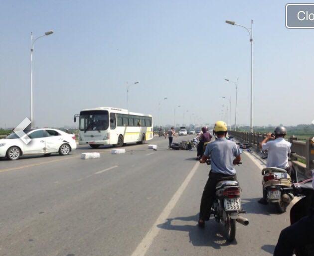 Hà Nội: Ô tô tông hàng loạt xe máy trên cầu Vĩnh Tuy - 2