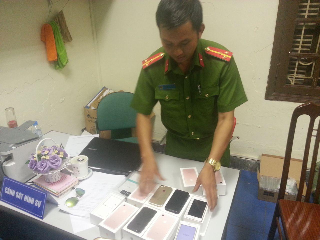 Cảnh sát phát hiện lô iPhone 7 không rõ xuất xứ - 1