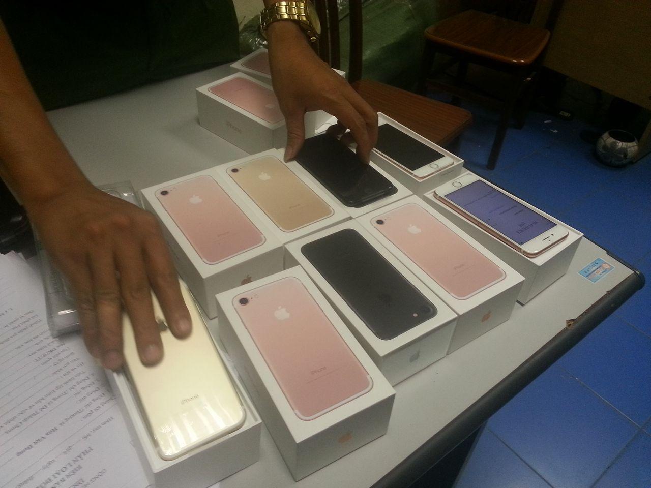 Cảnh sát phát hiện lô iPhone 7 không rõ xuất xứ - 3