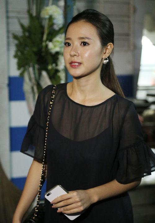 Hoài Linh đi xe máy lặng lẽ đến viếng ca sĩ Minh Thuận - 12