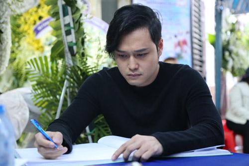 Hoài Linh đi xe máy lặng lẽ đến viếng ca sĩ Minh Thuận - 13