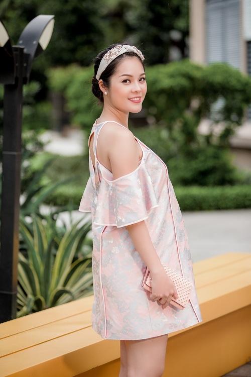 Dù mang bầu, Dương Cẩm Lynh vẫn đẹp hút mắt - 9