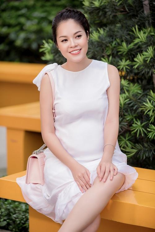 Dù mang bầu, Dương Cẩm Lynh vẫn đẹp hút mắt - 14