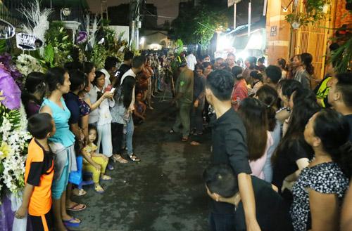 Ngộp thở với đám đông chờ đêm nhạc tiễn đưa Minh Thuận - 2