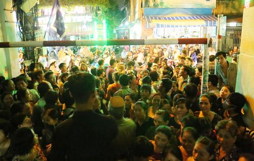 Ngộp thở với đám đông chờ đêm nhạc tiễn đưa Minh Thuận - 1
