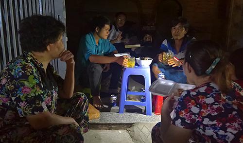 Một góc Sài Gòn tối thui sau vụ nổ trạm biến áp - 6