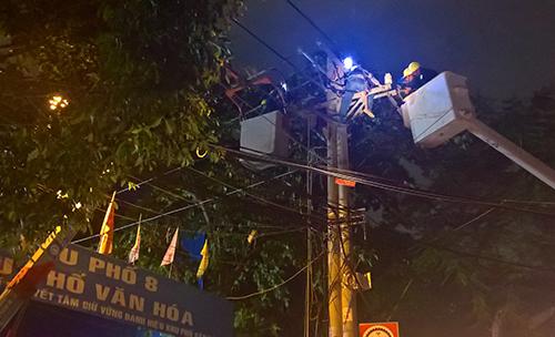 Một góc Sài Gòn tối thui sau vụ nổ trạm biến áp - 13