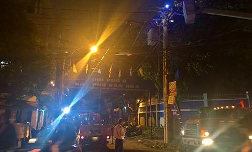Một góc Sài Gòn tối thui sau vụ nổ trạm biến áp - 12