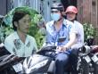 Hoài Linh đi xe máy lặng lẽ đến viếng ca sĩ Minh Thuận