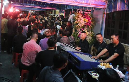 """Hà Hồ - Đức Tuấn song ca """"Tình thơ"""" tiễn biệt Minh Thuận - 1"""