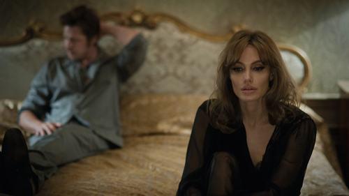 """Tiếc nuối ngắm lại cảnh phim mặn nồng của """"ông bà Smith"""" - 11"""