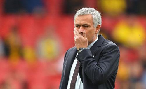 """MU: Mourinho """"bạc đãi"""" học trò, trách móc Van Gaal - 1"""
