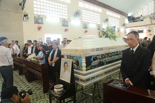 Người thân khóc ngất tiễn đưa Minh Thuận về đất mẹ - 17