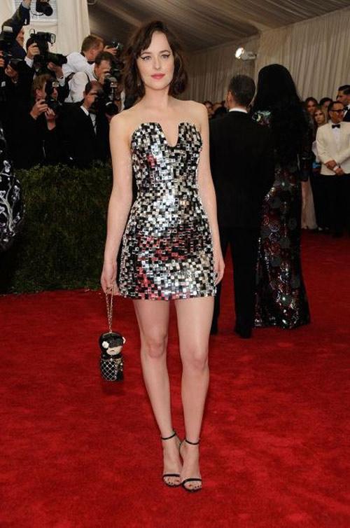 Mỹ nhân phim 18+ là nữ hoàng mặc đẹp mới của Hollywood - 2