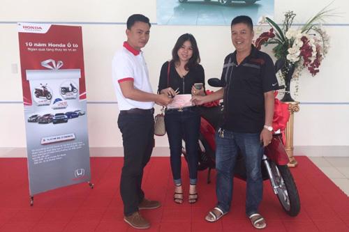 """Thành viên trúng giải chương trình """"Kỷ niệm 10 năm ra mắt chiếc xe ôtô Honda đầu tiên"""" - 4"""