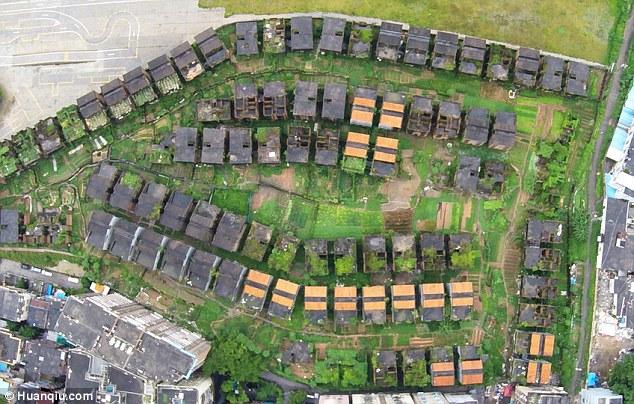 Kì quái nơi hàng trăm biệt thự xây dở bỏ hoang thê thảm ở TQ - 7