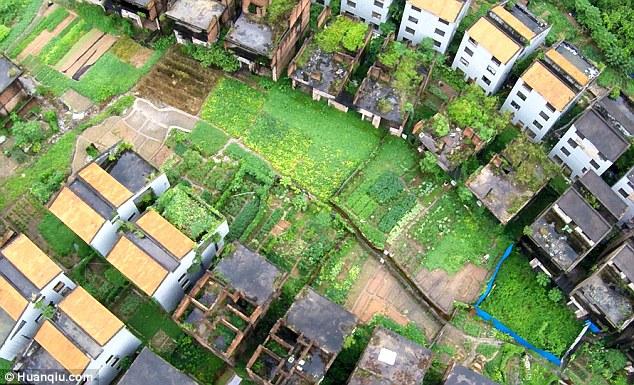 Kì quái nơi hàng trăm biệt thự xây dở bỏ hoang thê thảm ở TQ - 5