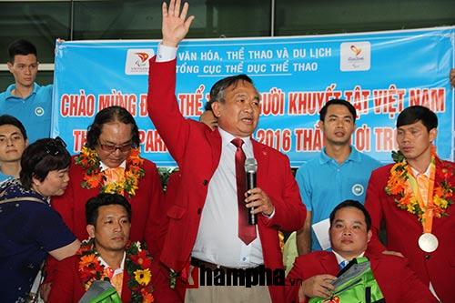 """HCV Paralympic Lê Văn Công nhận """"mưa"""" tiền thưởng - 11"""