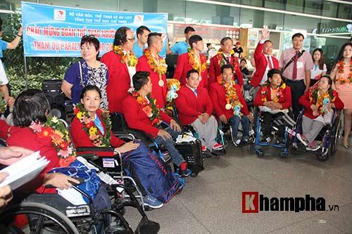 """HCV Paralympic Lê Văn Công nhận """"mưa"""" tiền thưởng - 12"""