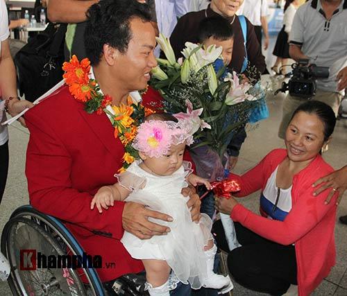 """HCV Paralympic Lê Văn Công nhận """"mưa"""" tiền thưởng - 4"""