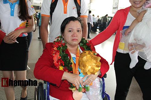 """HCV Paralympic Lê Văn Công nhận """"mưa"""" tiền thưởng - 5"""