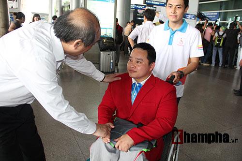 """HCV Paralympic Lê Văn Công nhận """"mưa"""" tiền thưởng - 9"""