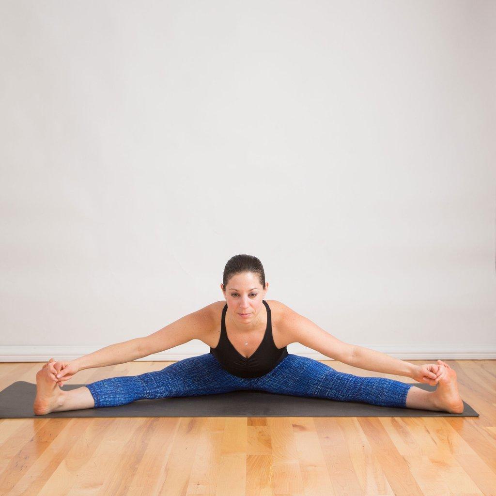 Quá stress? Một vài động tác yoga này hẳn là thần dược! - 1