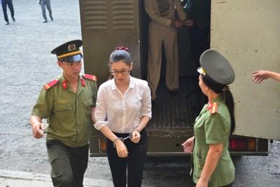 Đang xét xử Hoa hậu Phương Nga lừa đại gia 17 tỷ đồng - 2