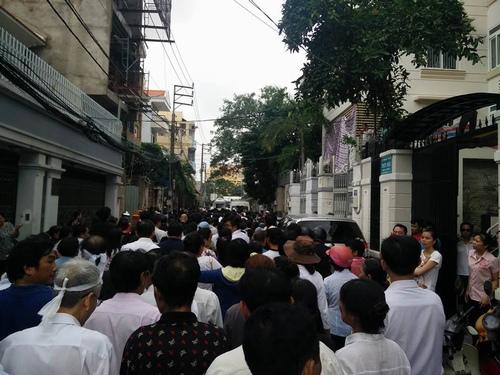 Hàng nghìn người xuống đường tiễn biệt Minh Thuận - 1
